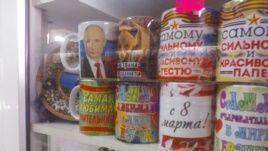 "Хит-парад ""крымских маразмов"": от мочалок-триколоров до Путина на капоте"