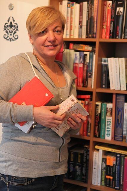 Гонтарева показала журналистам дом, семью и любимое украшение