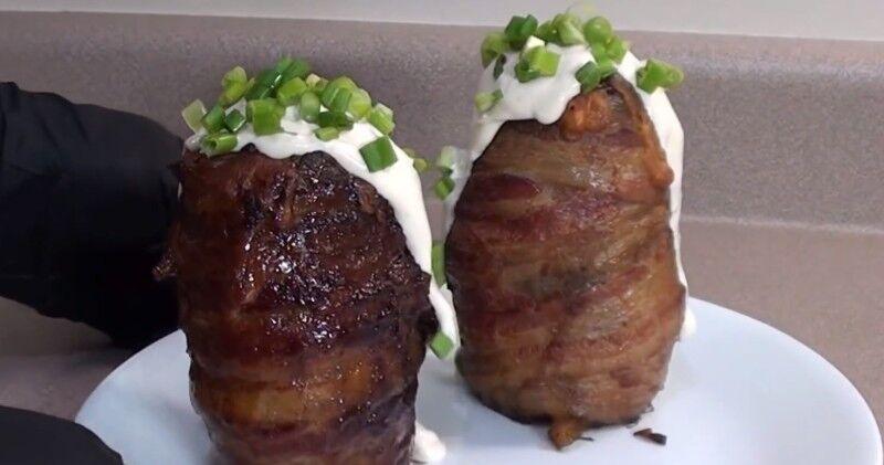 Блюда для пикника: ароматная фаршированная картошка на гриле