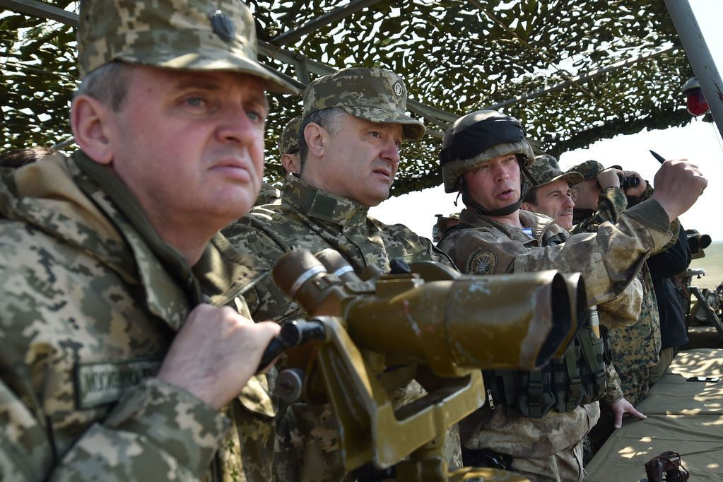 Порошенко приехал на военные учения под Николаевом