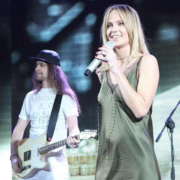 """Певицу Глюкозу раскритиковали за """"сексуальную ночнушку"""" вместо платья"""