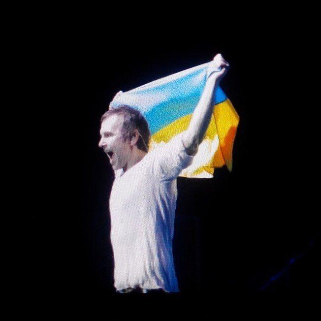 """В Витебске на концерте """"Океана Эльзы"""" отбирали украинские флаги"""