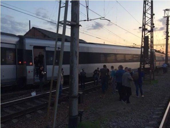 Сошел с рельсов поезд Hyundai Харьков – Киев: фото происшествия
