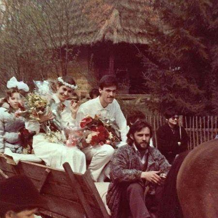 Счастливый и усатый: Тягнибок показал фото со своей свадьбы