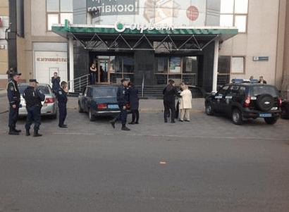В Николаеве возле банка расстреляли женщину и украли 7 млн
