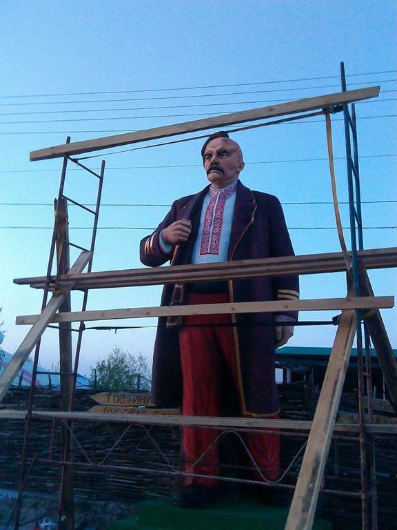 Легким движением руки в Черкассах Ленин-охотник превратился в казака