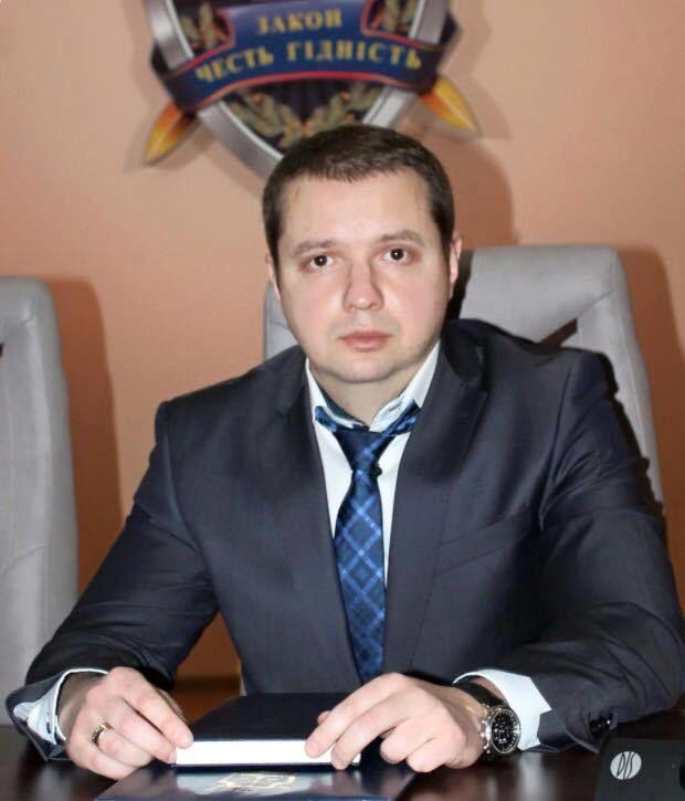 """Заступник прокурора Закарпаття зайнявся """"віджиманням"""": опубліковано фото"""