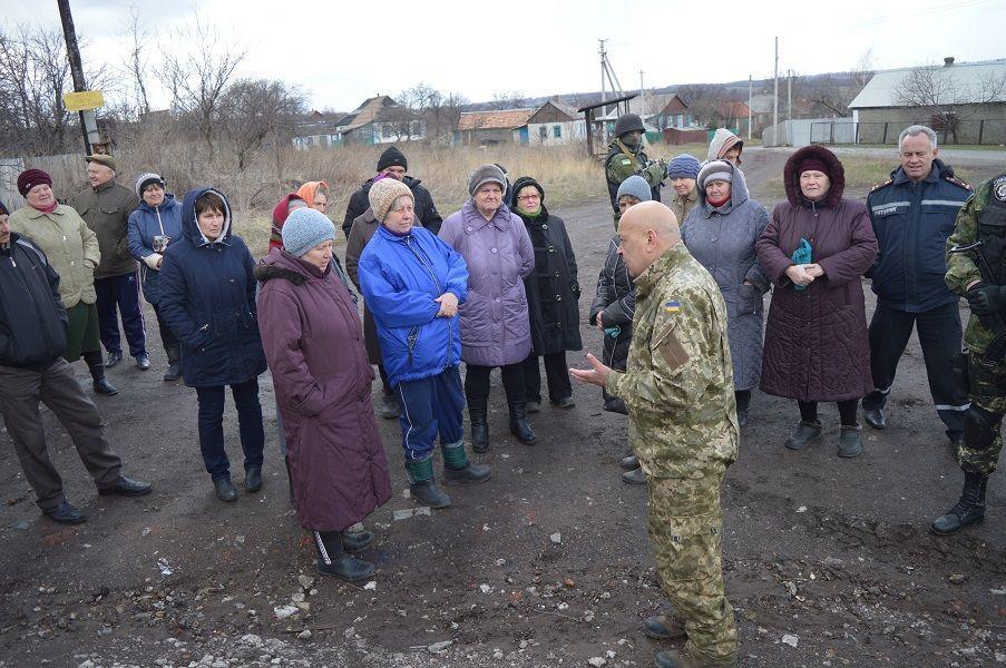 Над ще одним селом в Луганській області підняли прапор України. Фотофакт