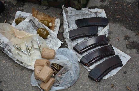 У центрі Миколаєва затримали чоловіка з цілою сумкою гранат