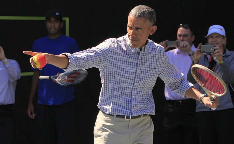 """""""Катание яиц"""" в Белом доме: Барак Обама с кроличьими ушами и танцующая Мишель"""