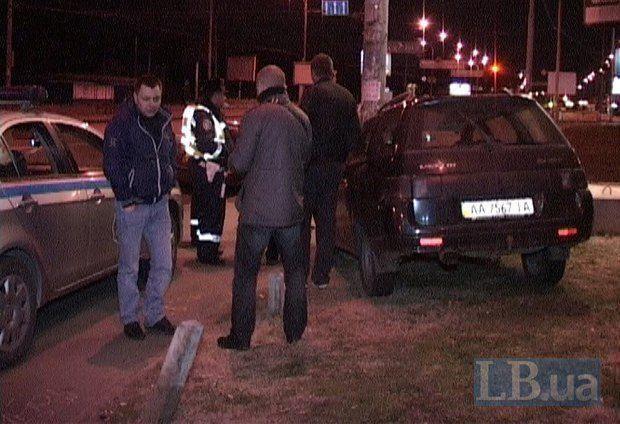 В Киеве пьяный водитель убегал от ГАИ и протаранил столб