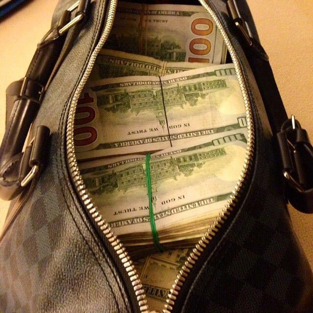 На что способны девушки ради денег: развратный инстаграм иранского миллиардера
