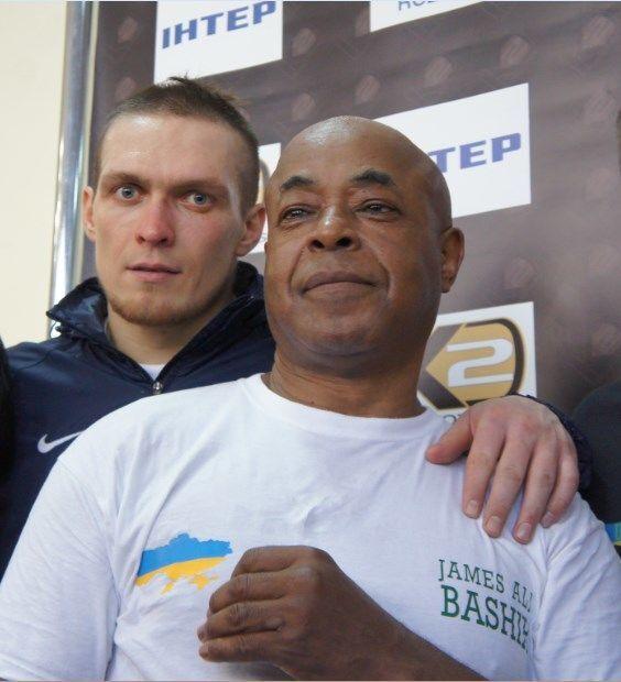 Усик показал в Киеве чудеса пластики: эксклюзивное видео