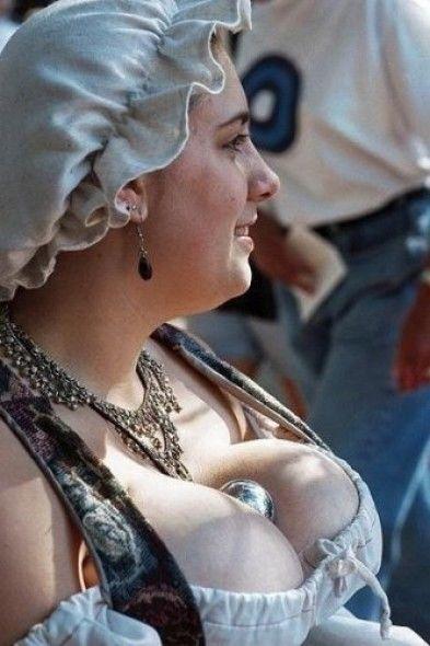 Голландская деревня с самыми грудастыми девушками