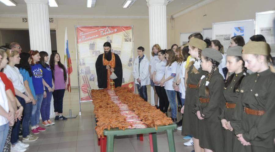 """В России в школах святят целые горы """"георгиевских ленточек"""": фотофакт"""