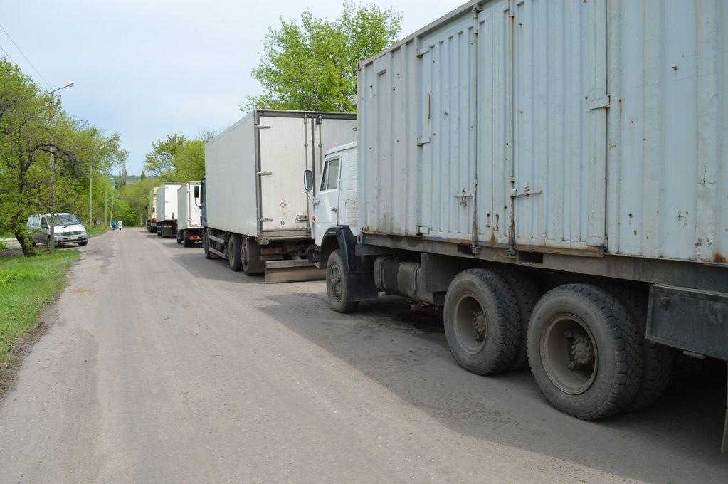 """Москаль завернув 11 фур з їжею для терористів """"ЛНР"""""""