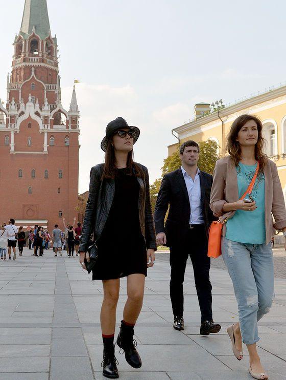 Саша Грей заинтриговала подписчиков авто с российскими номерами