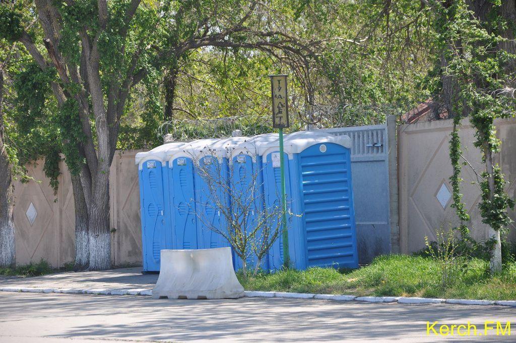 Недовго музика грала. Туалети вздовж дороги на Керченську переправу простояли менше тижня