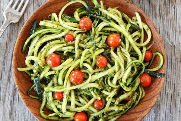 9 рецептов вкусной и полезной пасты из огурцов и цуккини