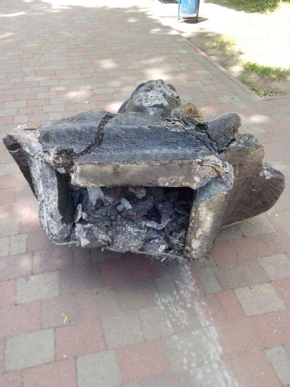 Черга Невського і Кірова: у Харкові продовжують воювати з пам'ятниками