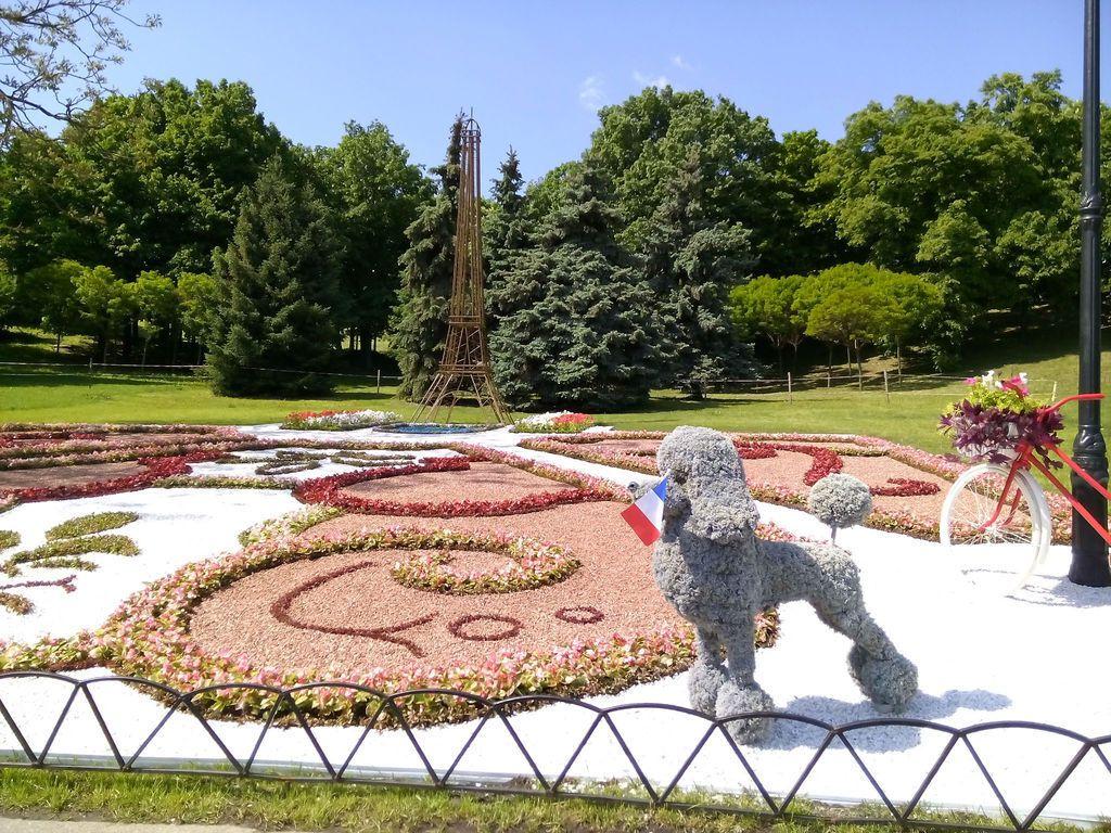 В Киеве появился свой Колизей и Эйфелева башня: фотофакт