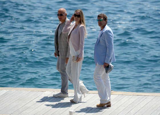 Канны 2015: счастливый Антонио Бандерас проводит романтические каникулы с новой возлюбленной