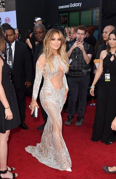 Селфи груди Дженнифер Лопес стало хитом в Instagram