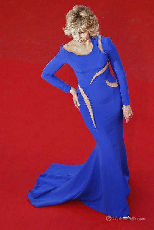 77-летняя Джейн Фонда показала сногсшибательное платье и отличную фигуру