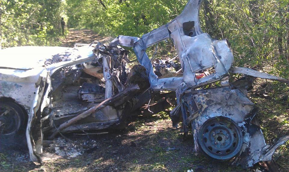 """""""Патриот"""" сил АТО подорвался на Донбассе: крышу отбросило на 70 м"""