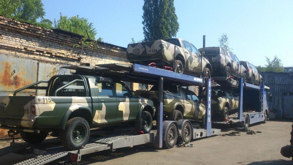 Бойцам АТО отправили новую партию боевых пикапов