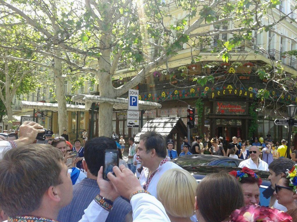Саакашвили дефилировал на Марше вышиванок в Одессе: фотофакт