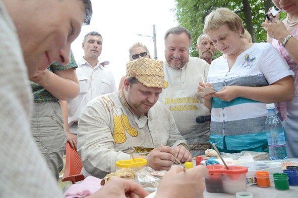 """Кому что! В России по параду вышиванок ударили """"Вятским лаптем"""""""