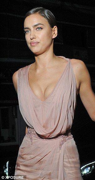Ирина Шейк пришла на спектакль Брэдли Купера в невероятно сексуальном платье