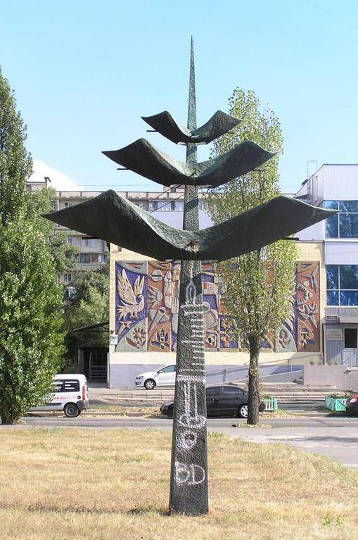 В Киеве охотники за металлом украли скульптуру