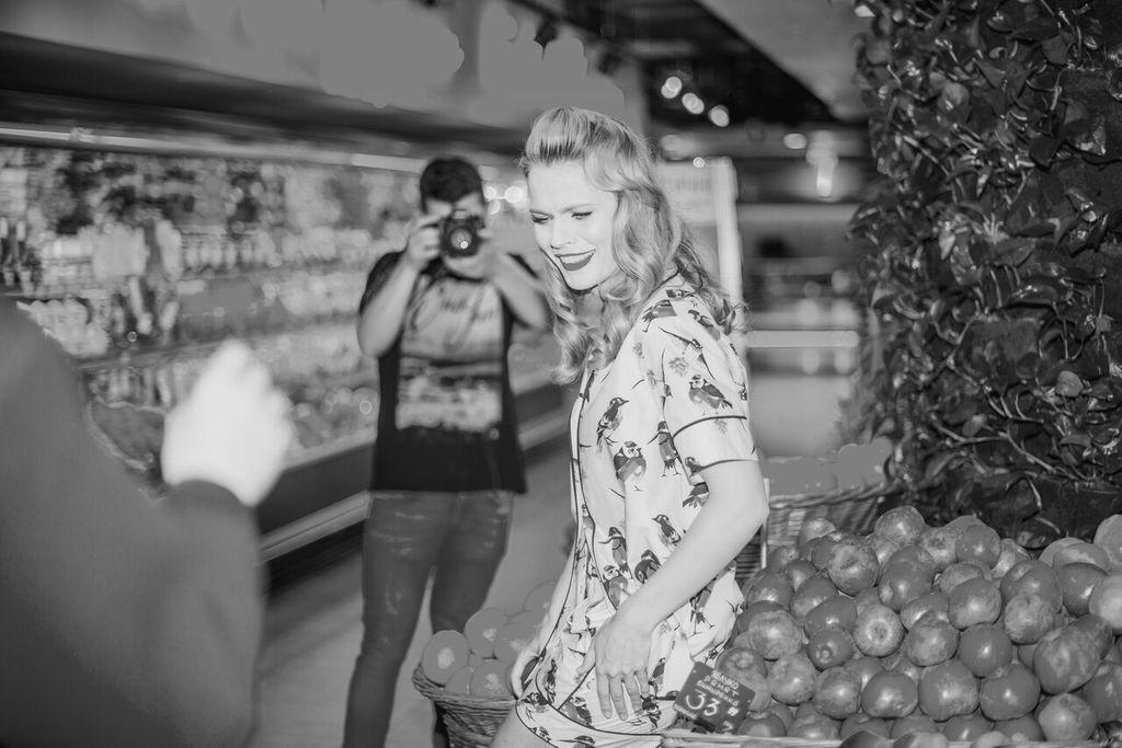 Ольга Фреймут примерила яркие летние образы в новой фотосессии