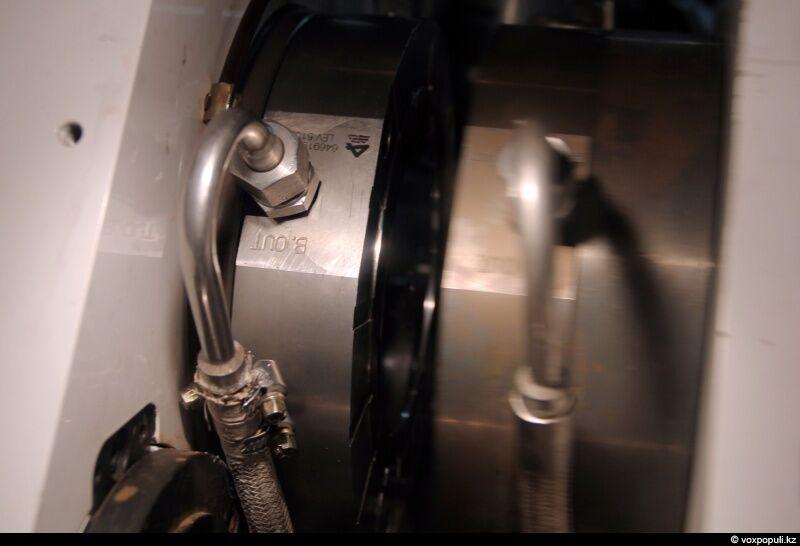При температуре 250 градусов, нагретый до жидкого состояния поликарбонат, принимает форму диска. А информация, нанесенная...