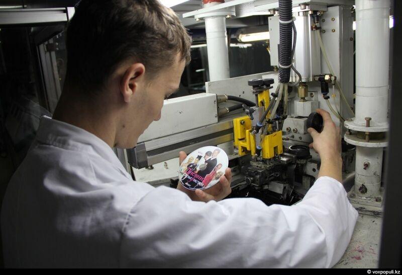 За этим процессом следит Роман Гордеев, оператор принтера, задача которого – добиться точного соответствия...