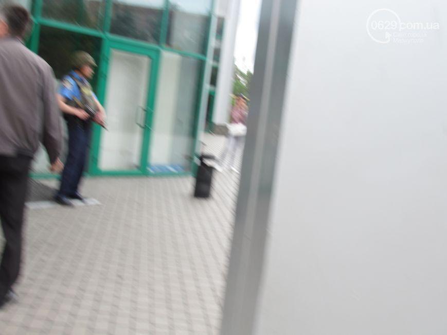 """СМИ: в Мариуполе пытались """"отжать"""" супермаркет """"Обжора"""""""