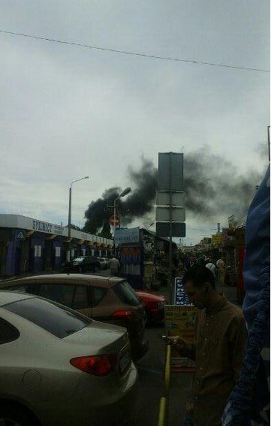 Стала известна причина пожара на Петровке в Киеве