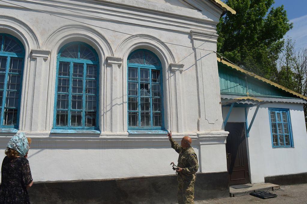 Террористы обстреляли церковь в Луганской области. Опубликованы фото