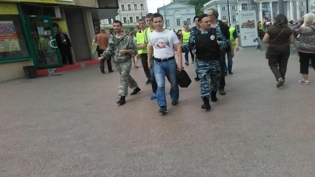 В Москве проукраинский пикет забросали яйцами, перцем и зеленкой