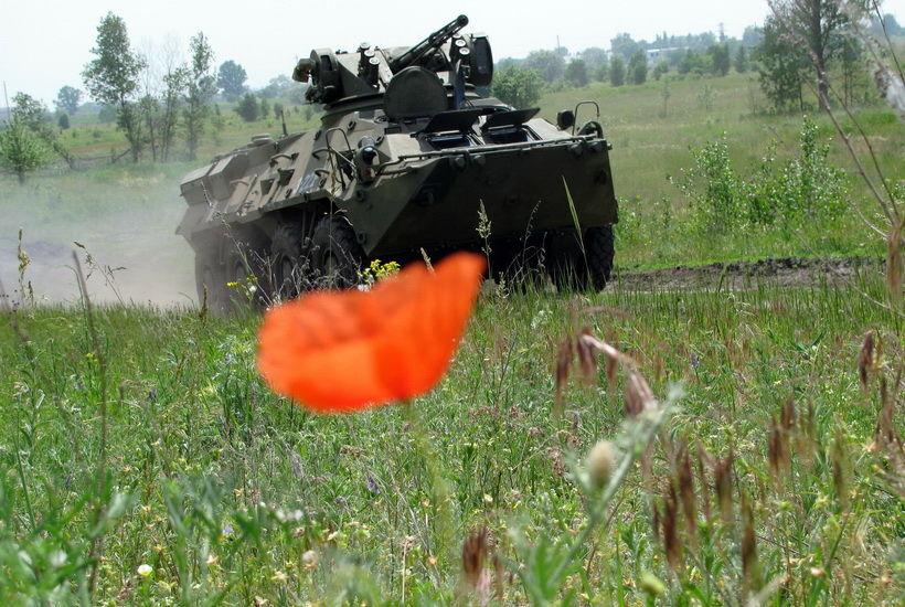 Нацгвардия провела учения на броневиках: фоторепортаж