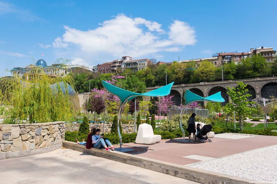 Потрясающий парк Рике в Тбилиси