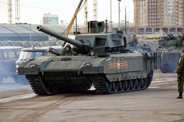В Москве на репетиции парада ездили картонные танки: фотофакт