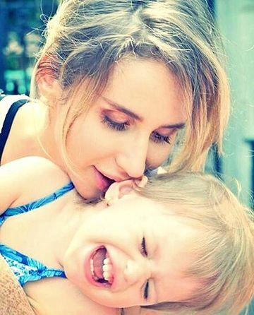 ee70ff22b549 Безусловная любовь  милые фото известных украинских мам и их детей ...