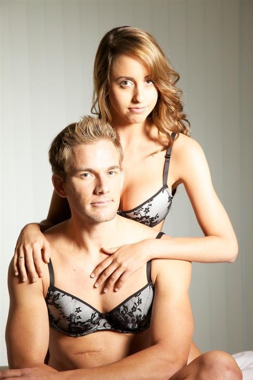 1eef5be2530db Новый шокирующий тренд: кружевные бюстгальтеры и трусики для мужчин ...