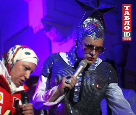 В сеть попали фото с венчания сына Азарова: вино, жаркие поцелуи и песни Билык