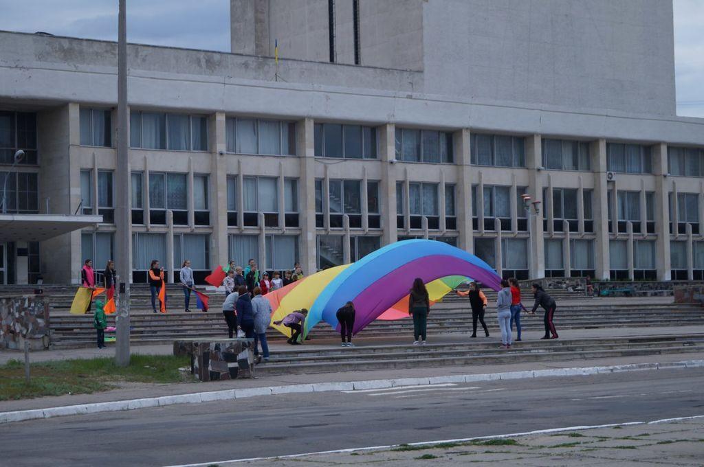 На Луганщині репетицію до 9 травня прийняли за підготовку до гей-параду: фотофакт