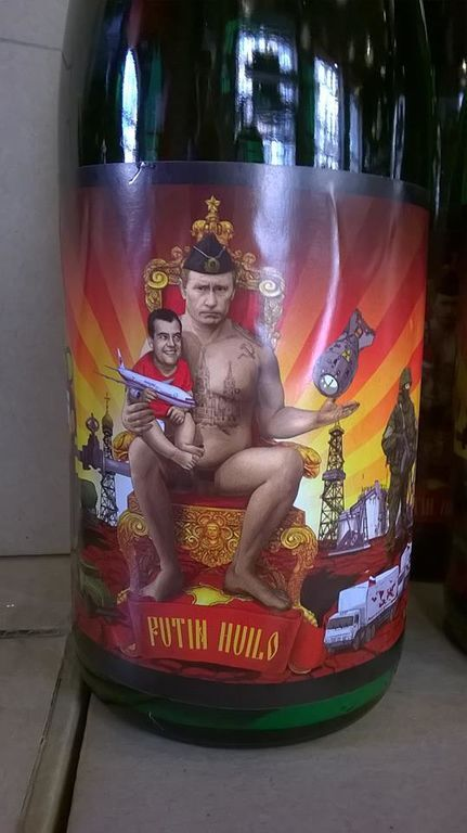 Во Львове продают пиво с голым Путиным на этикетке: фотофакт