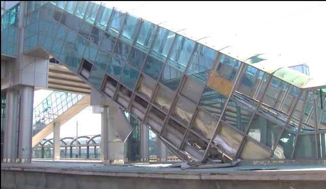 В Донецке террористы разбомбили железнодорожный вокзал: фото и видео